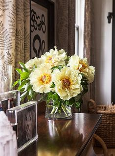 The voluptuousness of these late-summer peonies means youdon't needmany to create a full-looking arrangement.