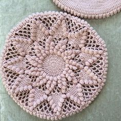 Lovely asked me yesterday what I was working on this time last year.Last year I was trying to make this blanket for my… Bobble Stitch Crochet, Blanket, Pillows, Crochet Ideas, Projects, Instagram, Farmhouse Rugs, Throw Pillows, Crocheting