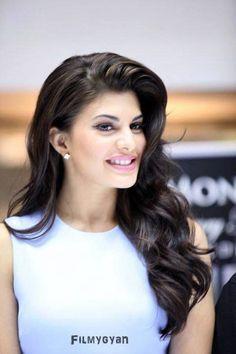 Indian Celebrities, Bollywood Celebrities, Bollywood Actress, Le Sri Lanka, Katrina Kaif Photo, Beauty Around The World, Amy Jackson, Star Wars, Everyday Hairstyles
