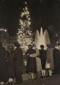 Christmas carols in Trafalgar Square, 20 December 1950, F Greaves. National Media Museum