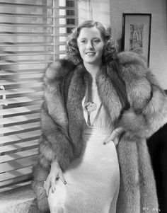 Enthusiast of Classic Movie , Hollywood Star , History , Antique , Art and The Ancient World Old Hollywood Stars, Hooray For Hollywood, Classic Hollywood, Hollywood Style, 1940s Fashion, Fur Fashion, Love Fashion, Vintage Fur, Vintage Vogue
