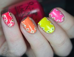idea: flowers round the nail