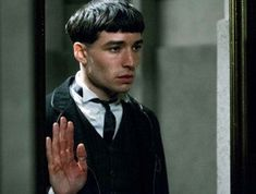 In Fantastic Beasts: The Crimes of Grindelwald its revealed Credence Barebone is actually the brother of Dumbledore and is the only person who can defeat him thanks to his powerful choke slam Harry Potter Prequel, Harry Potter Cursed Child, Harry Potter Friends, Harry Potter Universal, Creedence Barebone, Ezra Miller, Fantastic Beasts And Where, Weird Creatures, Mischief Managed