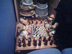Jaque, ¡pato!    Los hermanos Tasat se reunieron a escondidas, aprovechando instancias de arreglos en el País Peluche, y se sumergieron en un intenso debate ajedrecístico.