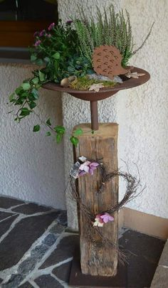 Old wood beam with stainless steel grate and base plate - round .- Altholzbalken mit Edelrost Schale und Bodenplatte – rund breiter Rand Old wood beam with stainless steel shell and base plate – round wide edge Woodworking Projects, Diy Projects, Wood Trellis, Deco Floral, Wood Beams, Old Wood, Yard Art, Wood Crafts, Fall Decor