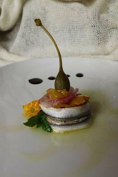 Tortino di sarde marinato con verdure croccanti