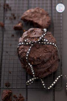 jestem pewna, że dasz się skusić na ciągnące ciastka czekoladowe. Nie zbliżaj się do tych ciastek, jeśli nie lubisz czekolady. To po prostu nie ma sensu. I nie pytaj mnie, czym zastąpić czekoladę. … Cookies, Chocolate, Dom, Pierogi, Gastronomia, Crack Crackers, Biscuits, Chocolates, Cookie Recipes