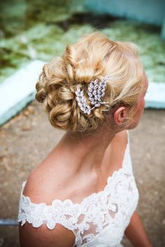 Crystal leaf bridal hair piece | photography by http://www.brookerobertsphotography.com/