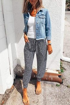 Summer Outfits For Moms, Casual Fall Outfits, Cute Outfits, Fall Work Outfits, Hot Mom Outfits, Casual Jeans Outfit Summer, Comfortable Summer Outfits, Jeans Outfit For Work, Casual Summer Outfits For Women
