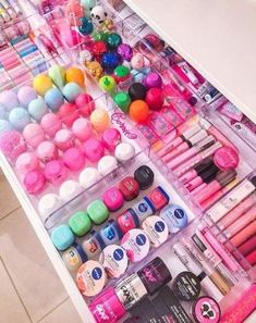 Super makeup room ideas diy make up tips ideas Makeup Storage, Makeup Organization, Medicine Organization, Makeup Drawer, Cosmetic Storage, Office Organization, Organization Ideas For Bedrooms, Perfume Organization, Makeup Collection Storage