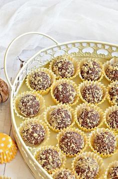 Bögrés diógolyó – Rupáner-konyha Cookie Desserts, Dessert Recipes, Great Recipes, Favorite Recipes, Sweet Like Candy, Hungarian Recipes, World Recipes, Winter Food, Food To Make