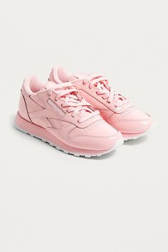 c0b78fc8c5369 Reebok X Opening Ceremony OC Classic Leather Trainers sur Urban Outfitters.  Une paire de baskets