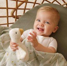 Somos muy fans de los textiles de The Little Dutch, una marca referente en textil infantil que no sólo confecciona prendas con un algodón de calidad, es que se preocupa por los diseños y los estampados, creando así coleccione que nos parecen una auténtica delicia. Hoy os traemos tres opciones más que la marca presenta para un sinfín de complementos, desde ropa de cama infantil, ropa para cunas, pijamas para bebés, cambiadores, fundas de todo tipo y un sinfín de opciones más. ¿Quieres leer más? Baby Changing Mat, Cot Blankets, Cot Bumper, Cot Sheets, Baby Jumpsuit, Baby Cover, Kids Sleep, Baby Booties, Baby Bodysuit