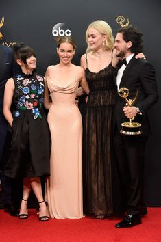 "kit-harington: "" Maisie Williams, Emilia Clarke, Sophie Turner and Kit Harington, winners of Best Drama Series for 'Game of Thrones', pose in the press room during the Annual Primetime Emmy. Kit Harington, Katheryn Winnick, Maisie Williams, Sophie Turner, Will Turner, Entertainment Weekly, Serie Got, Game Of Throne Actors, Game Of Thrones Cast"