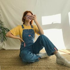 💛 Thick light wash blue denim vintage dungarees, in the classic flattering straight leg slightly baggy fit- which is so comfy! Cute Comfy Outfits, Cute Fall Outfits, Stylish Outfits, Cool Outfits, Korean Outfits, Retro Outfits, Vintage Outfits, Vintage Fashion, Cute Fashion