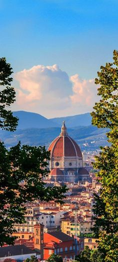 The Basilica di Santa Maria del Fiore, Florence, Italy. I need to move here, one of the most beautiful places I've visited in the world. Italy Vacation, Italy Travel, Places To Travel, Places To See, Tourist Places, Bósnia E Herzegovina, Visit Italy, Florence Italy, Visit Florence