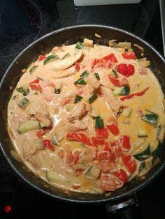 Low-carb Hähnchenbrust mit Zucchini und Tomaten in cremiger Frischkäsesauce, ein leckeres Rezept aus der Kategorie Trennkost. Bewertungen: 121. Durchschnitt: Ø 4,5.
