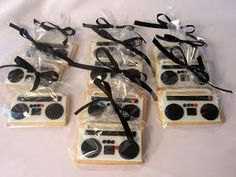 boombox cookies I just want to make a party theme around these lol Karaoke Party, Music Party, 80s Birthday Parties, Birthday Party Themes, Birthday Games, 40th Birthday, 90s Theme Party Decorations, Festa Rock Roll, Hip Hop Party