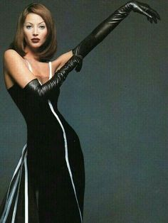 """Christy Turlington as """"Jessica Rabbit"""" in long black leather gloves Gloves Fashion, Latex Fashion, Elegant Gloves, Goth Women, Black Leather Gloves, Long Gloves, Sexy Latex, Christy Turlington, Fashion Beauty"""