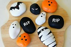An easy kid craft idea for Halloween is rock painting. Halloween and rock painting with kids go together like a costume and mask! Find rock painting ideas with a spooky, Halloween twist plus pictures and how to paint rock directions. Theme Halloween, Halloween Rocks, Halloween Painting, Halloween Crafts For Kids, Halloween Diy, Kids Crafts, Halloween Decorations, Halloween Ghosts, Halloween Patterns