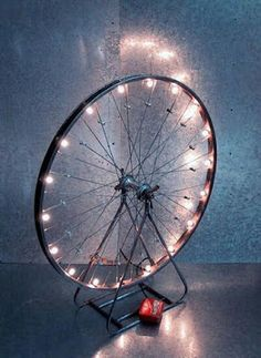 What to do with old bicycle rims? DIY DIY Ideas DIY Ideas DIY Project Decoration Decorating Ideas Accessories with Old Bicycle Wheel Diy Luz, Old Cycle, Diy Luminaire, Bicycle Rims, Bike Wheels, Bicycle Art, Bicycle Wheel Decor, Wagon Wheels, Bicycle Lights