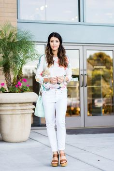 White Jeans + Floral Top | how to style white jeans | how to wear white jeans | how to style a floral top | how to wear a floral top | summer fashion | summer style | summer outfit ideas | outfit ideas for summer | fashion tips for summer | style ideas fo