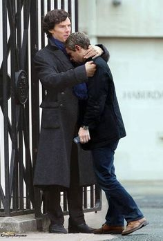 Benedict Cumberbatch comforts Martin Freeman after shooting the 'Reichenbach' scene (BBC Sherlock)