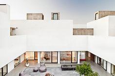 Villa Extramuros / Vora Arquitectura. © Adrià Goula