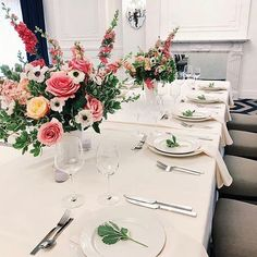 Picture perfect table setting @losangelesathleticclub So simple and elegant! Love every single touch! ��✨��  http://gelinshop.com/ipost/1524184144815333631/?code=BUm_Wd8ACD_
