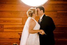 Liebes Brautpaar, ich sage ein Gedicht, aber nur wenn Ihr euch küsst.(wartet, bis sich das Paar küsst)Danke, Danke,…