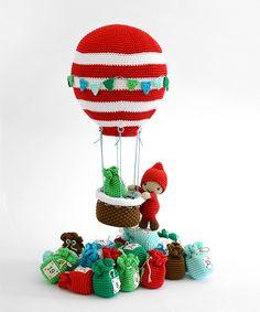 Hot air balloon - Winter Wonderland (Amigurumipatterns.net | Books - Zoomigurumi, Amigurumi Winter Wonderland & Amigurumi Animals at Work)