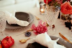 Bright colors and festive tons for this spring wedding table