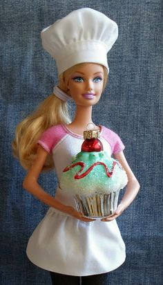Easy 5 Minute Chef's Hat and Apron for Barbie