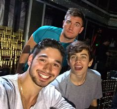 Camera blocking! @HayesGrier @alekskarlatos @DancingABC