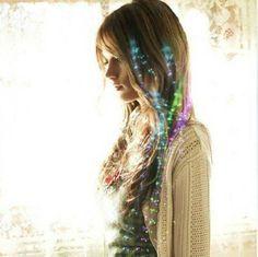 Glow in the dark hair strands