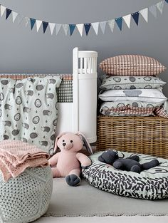 Baby sengetøy med. pinnsvin Hobby Kits, Aqua, Toddler Bed, Kids Rugs, Room, Design, Bomull, Furniture, Diy Baby