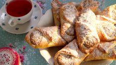 Tentokrát si pro vás Karolína Kamberská připravila cestovní menu. Dobrůtky, které si můžete vzít s sebou na výlet, ale také recepty na jídla, která si můžete připravit předem a po návratu nemusíte ztrácet čas žádným vařením. Eastern European Recipes, Czech Recipes, Pavlova, Sweet Recipes, French Toast, Homemade, Fresh, Baking, Breakfast