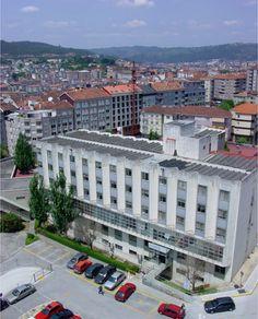 Escola Provincial de Enfermaría da Deputación Provincial. O 28 de xaneiro de 1993, o Hospital Provincial Santa María Nai, xunto coa Escola Provincial de Enfermaría, é transferido ao Sergas (Decreto 22/1993).