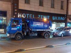 Camion de Desatascos Isurbide realizando un trabajo en el Hotel Zenit Bilbao