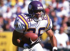 Robert Smith - Running Back - he was totally underrated. Minnesota Vikings Football, Best Football Team, National Football League, Nfl Football, Football Players, Football Helmets, Best Running Backs, Viking 1, Nfl History