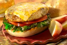 Keep the fireworks coming this of July. Our Colby Pepper Jack Chicken Burgers have the perfect kick with delicious Sargento® Natural Blends™ Deli Style Sliced Colby-Pepper Jack Cheese. Burger Recipes, Grilling Recipes, New Recipes, Cooking Recipes, Cooking Videos, Hamburgers, How To Make Burgers, Hamburger And Potatoes, Summer Burgers