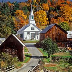 Waits River, VT. A tiny village but it must be one of the most photographed in Vermont. It's on Route 25 about a 40 minute drive from our inn. Old Country Churches, Old Churches, Country Roads, Country Life, Beautiful World, Beautiful Places, Church Pictures, Take Me To Church, Cathedral Church