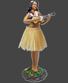 Figurines décoratives, Hula doll sweet leilani ukulele est une création orginale de TikiShop sur DaWanda Belle poupée hula leilani ukulélé Hawaï grand modèle pour le tableau de bord de voiture ou votre bureau... sculptée par un artiste et peinte à la main avec détails.  La question la plus courante:La poupée,elle bouge?Réponse:Oui bien sur!!! Fait en polyrésine. La base est adhésive pour une fixation parfaite.17x6cm - la poupée est livrée dans son emballage d'origine au décor hawaïen.