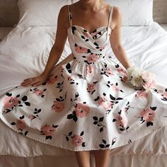Robe Sagebelle #Boutique1861 / For an evening of swing dance or your prom, this lovely retro gown will be the perfect choice thanks to the elegant floral pattern and the gracious silhouette. Spin around and be delighted by the extend of the circle skirt!