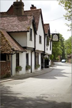 The Olde Bell in Hurley, Berkshire, England, .... ♥♥ .... thought to be one of the oldest Inns in England, parts date from 1135.