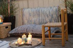 Dekoideen im Strand Look und Sommer Beach Style für den Balkon mit selbst genähten DIY Bodenkissen aus alten Teppichen