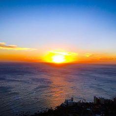【m.nicori】さんのInstagramをピンしています。 《・ #ダイヤモンドヘッド#夕景 #登山#登頂#日の入り #海#夕日#夕陽 #一年の締めくくり#大晦日 #年末#紅白 #ハワイ#ワイキキ#海外旅行 #newyeareve#newyeareve2016 #diamondhead#mountainclimbing  #summit#beautiful#oahu#honolulu  #waikiki#beach #Instahawaii#hawaiiInstagram ・ #年越し ・ 少々昨日から体調⤵︎にて予定の 🎍おせち等作れずも 年越しお蕎麦を頂き〜紅白🎊 🇯🇵の定番?の年越し☺︎ イエモン後半かな〜楽しみ⤴︎ ・ 先月初登頂ダイヤモンド⛰から の#🌅 綺麗でした〜✨ 後3時間程でハワイより1日お先に 年越しです🙏✨》