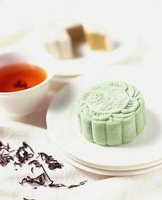 Green tea moon cake