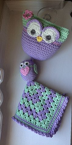 This is a photo tutorial for both the crochet stuffed owl and to make your own rattle.
