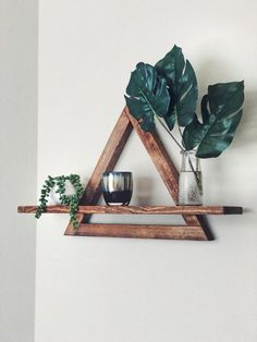 Gorgeous handmade cedar triangle shelf by IansFurniture. Perfect to display your pictures or collection of plants. Diy Wall Decor, Diy Home Decor, Room Decor, House Plants Decor, Plant Decor, Geometric Shelves, Geometric Decor, Geometric Designs, Diy Wood Projects